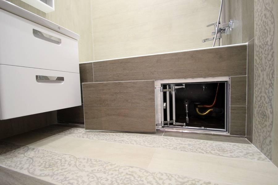 Ревизионный люк Евроформат Р ЕСКР для доступа к трубам под ванной.